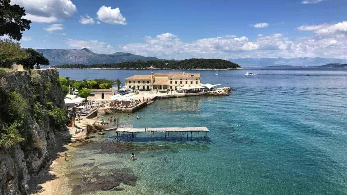 Corfu Trail Toller Blick auf die Badebuchten in Korfu Stadt