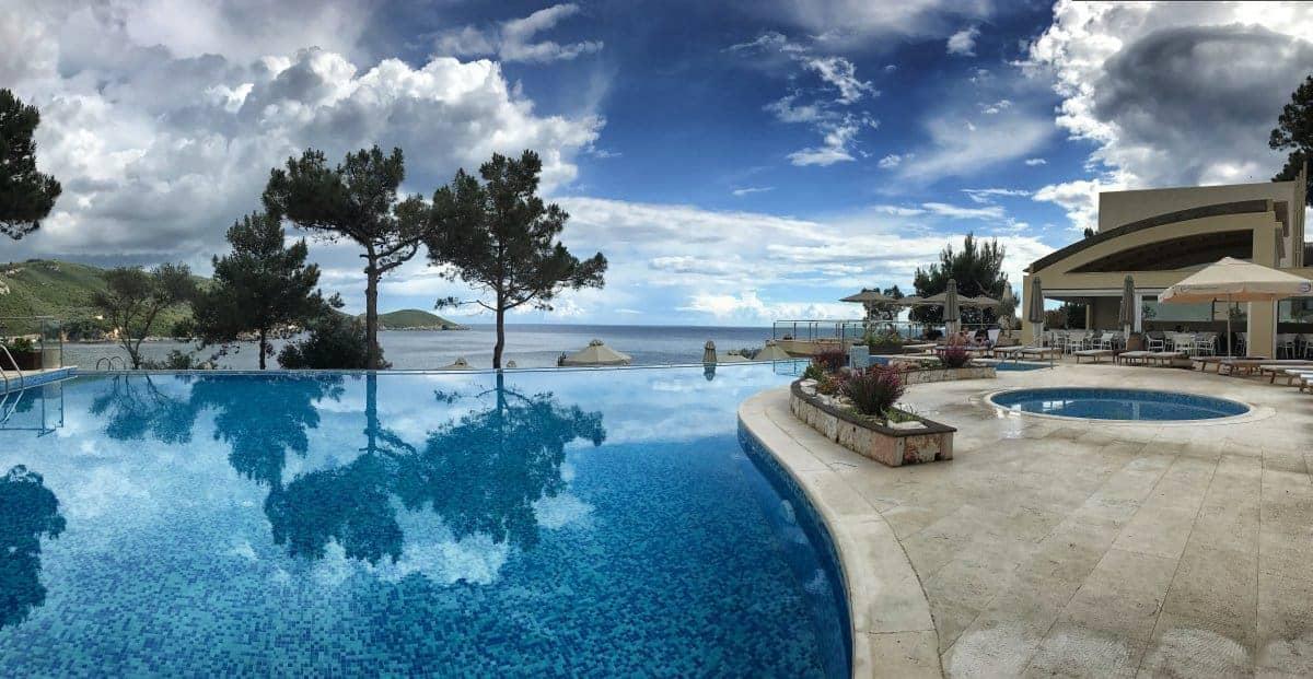 Corfu Trail km 111 Etappe 7 Übernachtung in Paleokastritsa Hotel Akrotiri Beach Pool