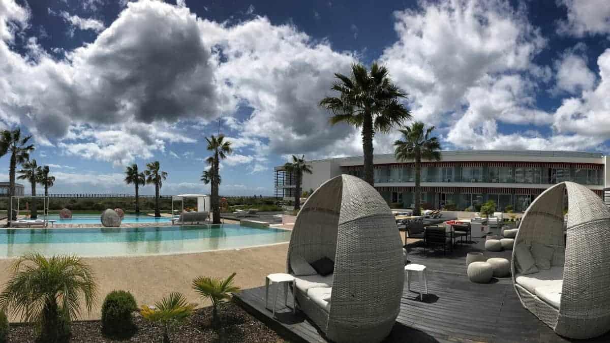 Küstenwanderung Algarve Alvor Pestana Alvor South Beach Beach Hotel mit 3 Infinity Pools