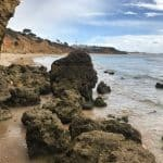 Küstenwanderung Algarve Etappe 2 04 Praia Maria Luisa bei Ebbe direkt am Strand wandern