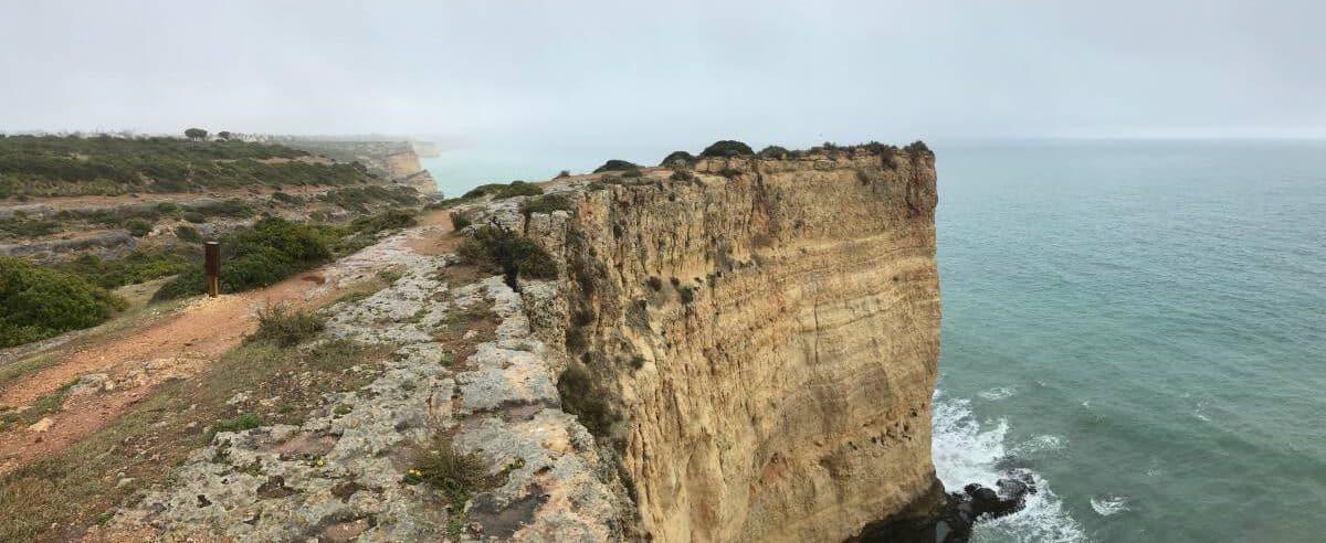 Küstenwanderung Algarve Etappe 4 03 über der Praia da Grilheria
