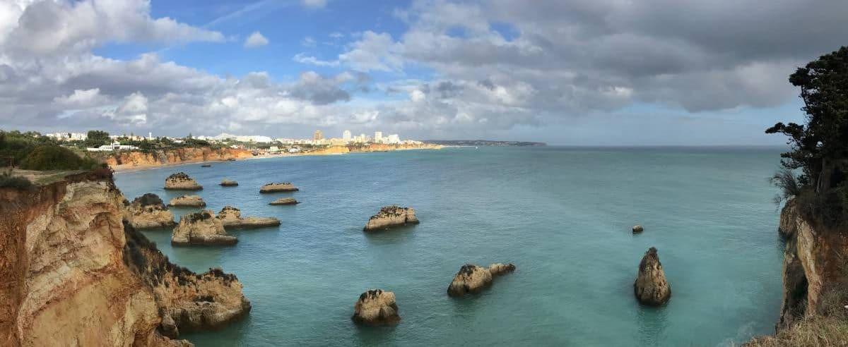 Küstenwanderung Algarve Etappe 4 20 Blick zurück auf Portimao