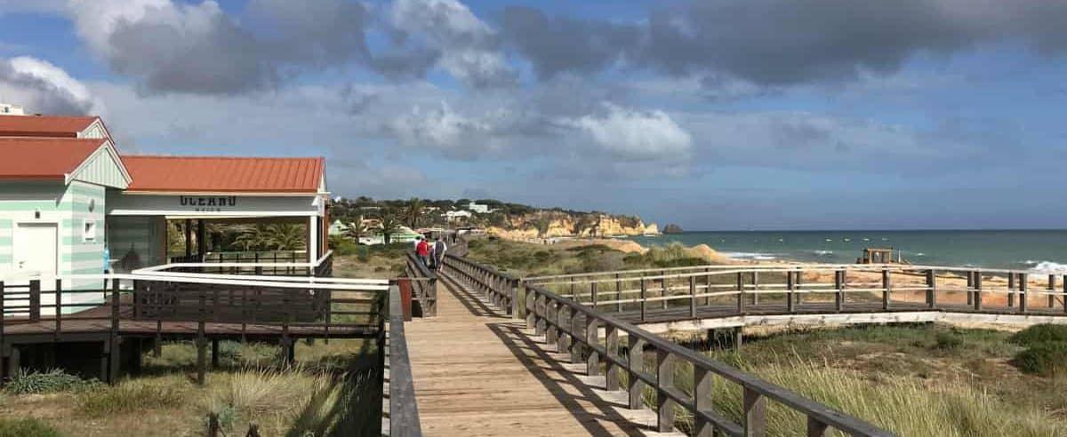 Küstenwanderung Algarve Etappe 4 23 Holzsteg am Strand Beach Alvor Poente