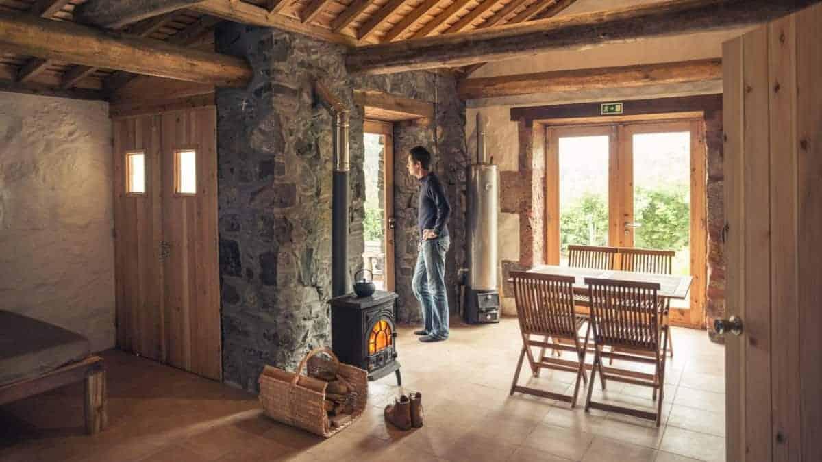 Santa Maria Azoren Ilha a pe renovierte Schäfterhütte von innen 1