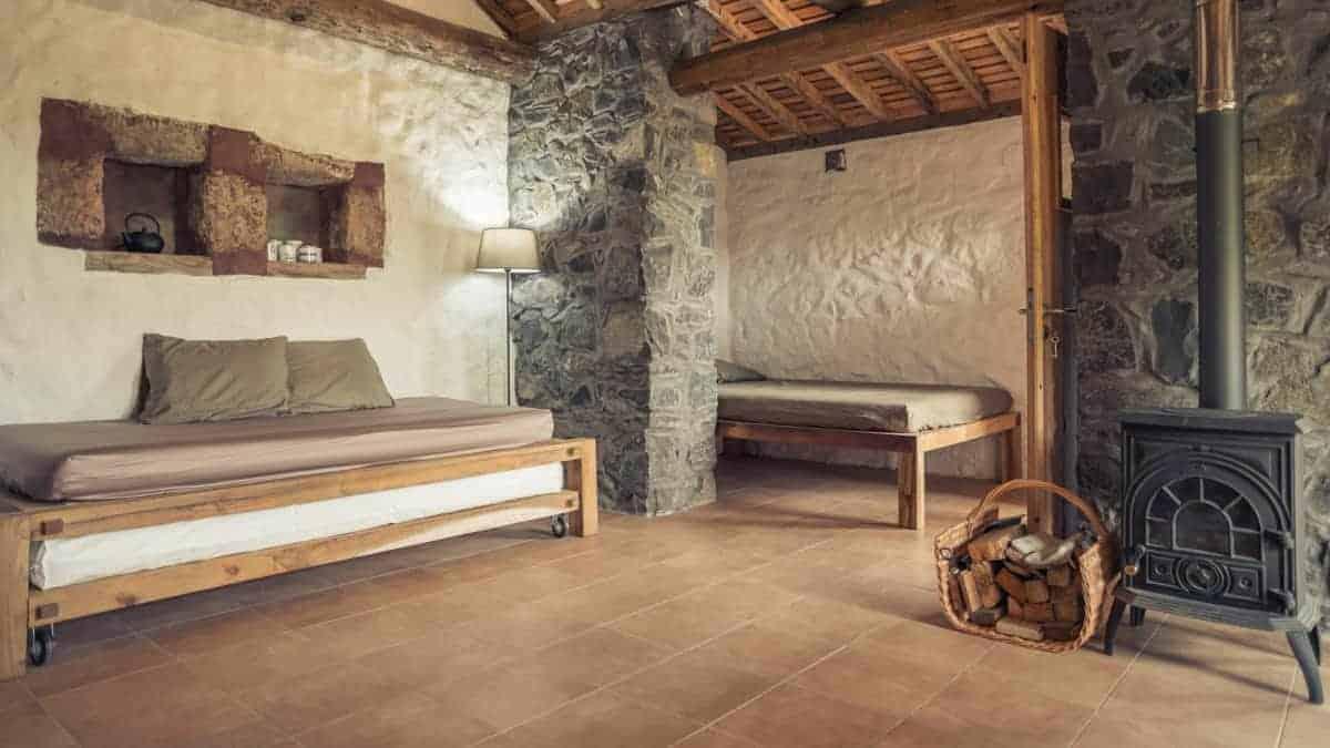 Santa Maria Azoren Ilha a pe renovierte Schäfterhütte von innen 3